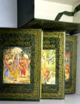 """Les grands classiques de l'Inde : La BHAGAVAD-GITA """"""""telle qu'elle est"""""""" (en 3 volumes)"""